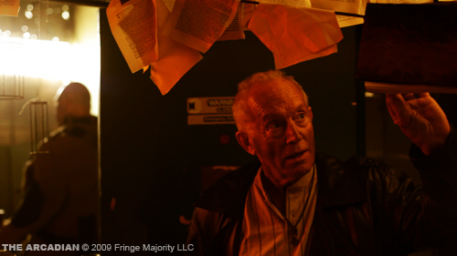 Lance Henriksen als Father Reed in The Arcadian